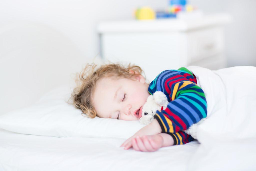 Почему новорожденный ребенок храпит